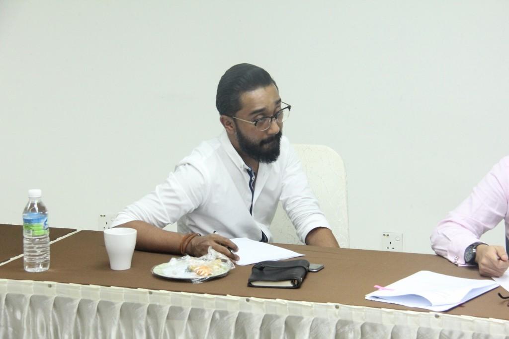 Orang penting : Aznan Shahren daripada Memories Entertainment , syarikat pengurusan acara yang dilantik oleh MPI untuk mempastikan program berjalan dengan lancar seperti yang telah dimaklumkan.