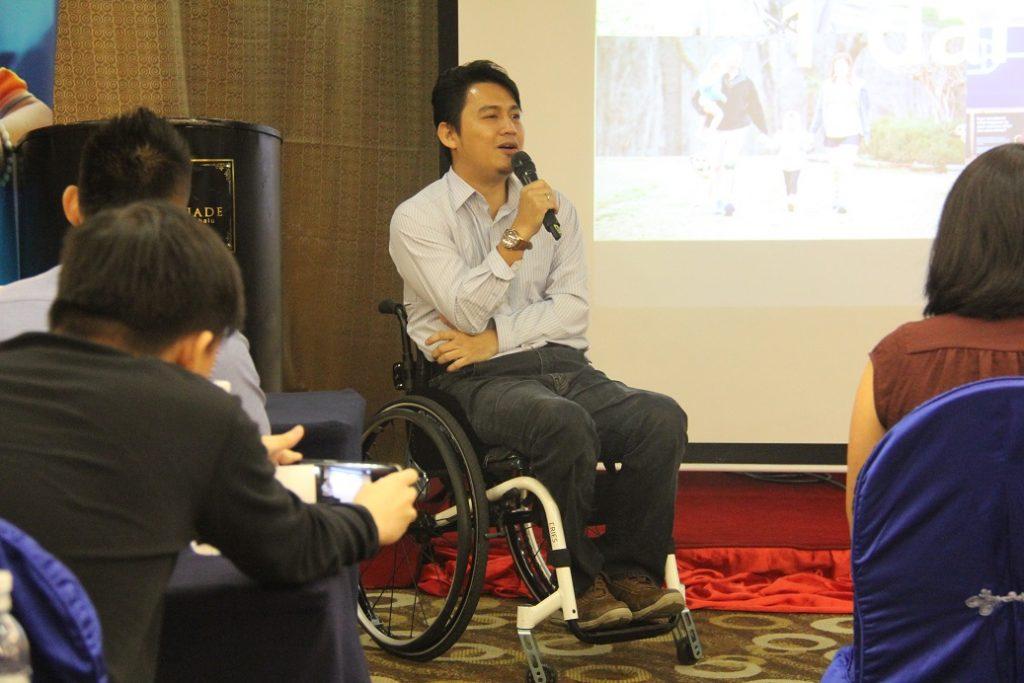 2. Encik Fariz Abd Rani, Pengerusi Persatuan Berkerusi Roda Kota Kinabalu (Malaysia) menceritakan pengalaman beliau menjadi Orang Kelainan Upaya setelah terlibat dalam kemalangan motosikal pada 1998.