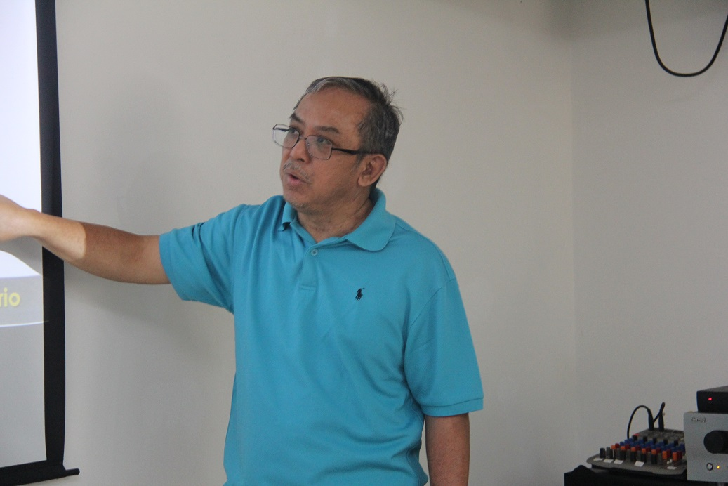 4. Penceramah dari Kementerian Kesihatan Malaysia, Dr Mohd Nasir bin Abd Aziz berkongsi perkembangan terkini dan tindakan yang harus diambil untuk menghapuskan AIDs bersama para peserta kursus.