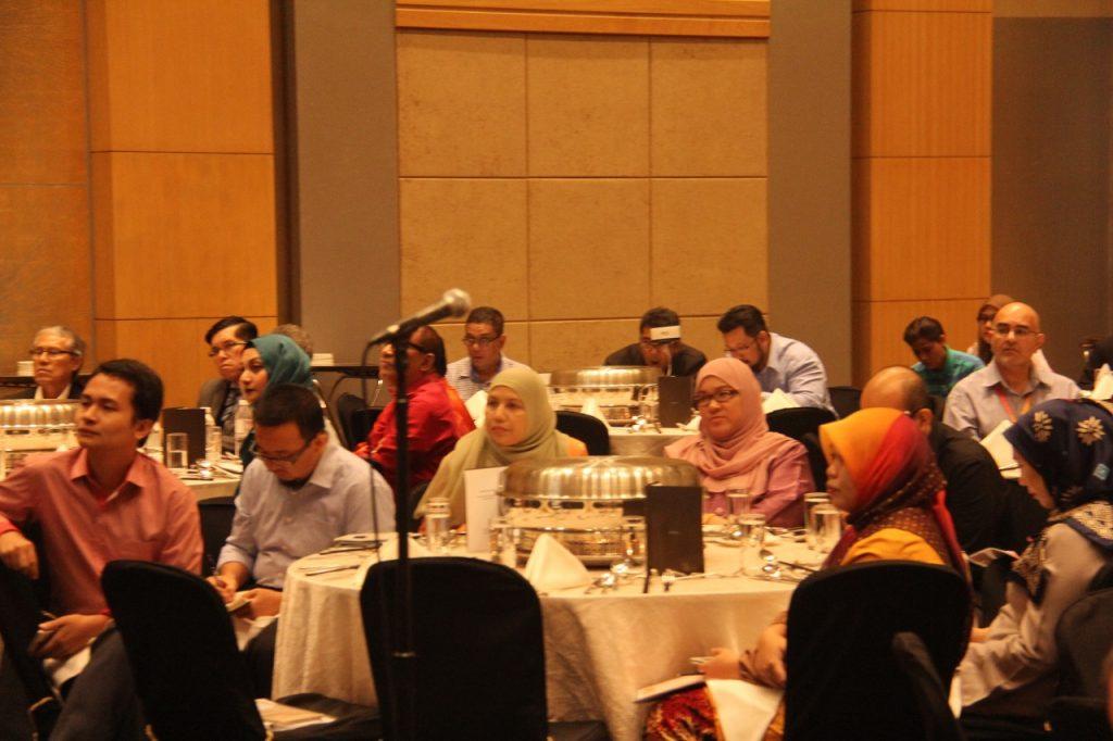 Antara ahli akademik yang hadir : Bermula dua dari kiri – En. Abd. Latif Lai (Universiti Malaysia Sabah); Dr. Hamisah Zaharah (Universiti Putra Malaysia) dan Prof. Madya Dr. Normah Mustafa (Universiti Kebangsaan Malaysia).