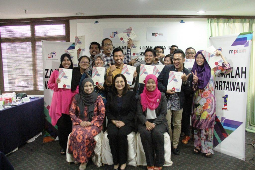 2. Para peserta bergambar kenangan sejurus tamat majlis penutup Zamalah Wartawan 1Malaysia.