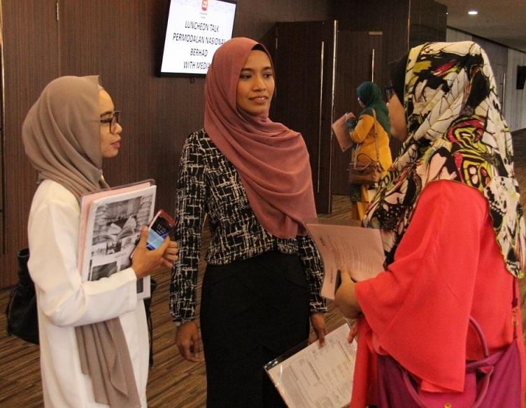 Tiga pelajar PhD bidang komunikasi/kewartawanan dari UPM turut hadir.