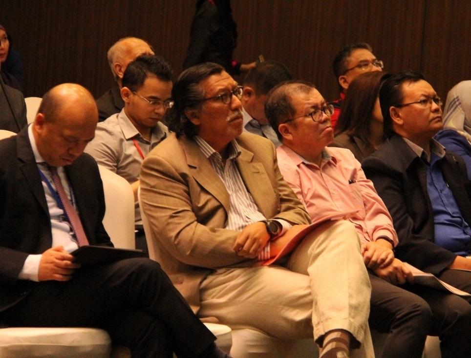 Dato' Abdul Rahman Ahmad, Presiden & Ketua Eksekutif Kumpulan PNB (paling kiri) turut hadir. Di sebelah beliau ialah Prof. Datuk Dr. Ahmad Murad Merican (USM), En. Choo Joon Kian (Sin Chew Daily) dan En. Azri Atan (TV3).