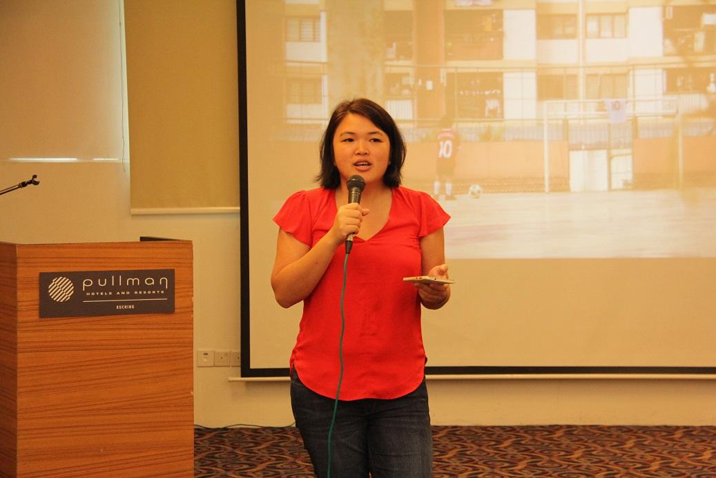 2. Cik Rachel Choong, Pegawai Komunikasi Media, UNICEF Malaysia menerangkan tentang objektif bengkel diadakan.