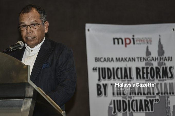 Ketua Hakim Negara, Tun Raus Sharif berucap pada Majlis Bicara Makan Tengah Hari bersama pengamal media di Hotel Hilton, Kuala Lumpur. foto HAZROL ZAINAL, 10 OKTOBER 2017.