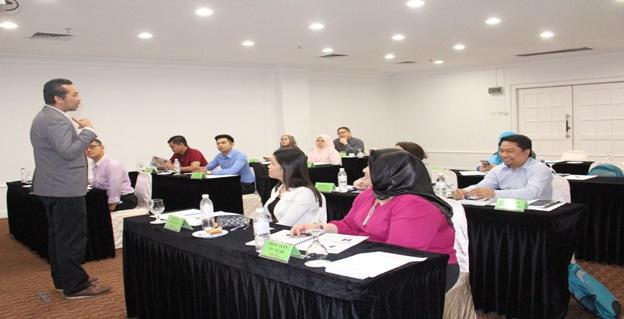 3. Peserta mendengar penerangan dari Pengajar untuk sesi latihan