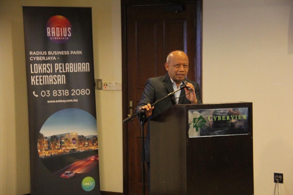 Datuk Dr. Chamil Wariya memberi ucapan penghargaan ketika di majlis penyerahan kunci