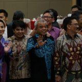 MPI hadiahkan buku terbitannya kepada PEMRED media Indonesia