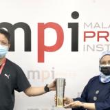 Trofi Pemenang Utama  HKM MPI-PETRONAS 2019 Sedia Untuk Diambil